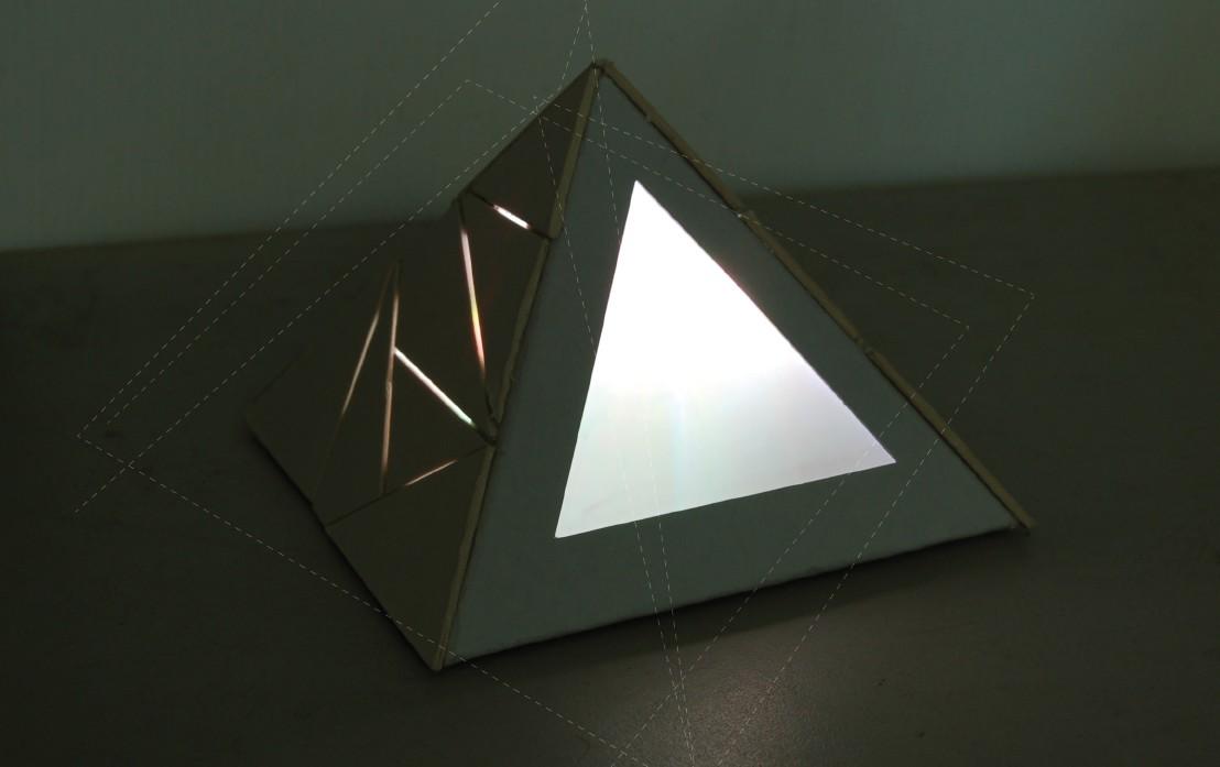 Pyramid Frame Light